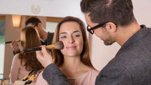 Dr. Hauschka Tipps vom international Make-up Artist Karim Sattar