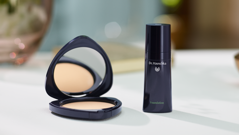 Grundieren mit Dr. Hauschka Make-up