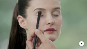 Dr.Hauschka Tutorial: Schwungvoller Eyeliner